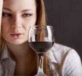 Как бросить пить алкоголь женщине? Особенности и симптоматика