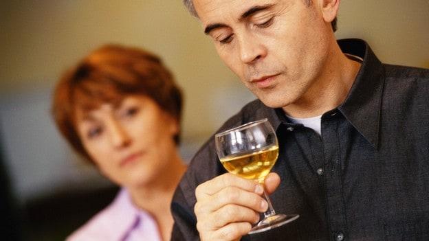 Как заставить человека бросить пить?