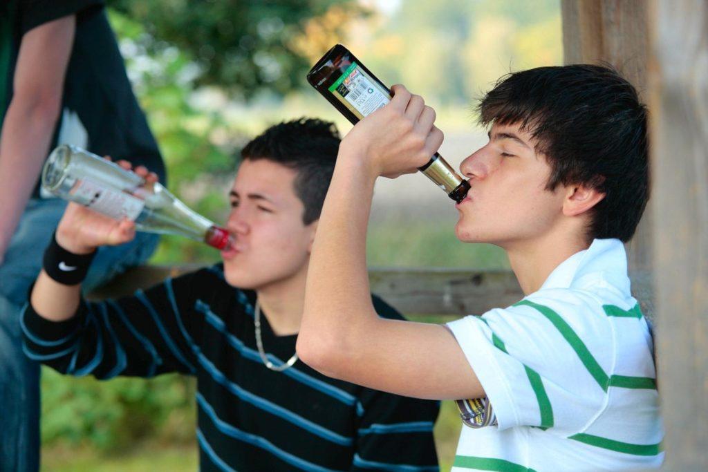 Причины алкоголизма: 2 основные причины